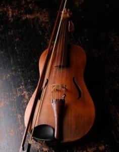 brown-wooden-violin